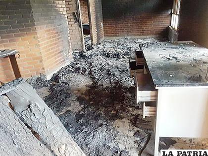 Los vándalos se robaron todo lo que pudieron antes del incendio /RR.SS.