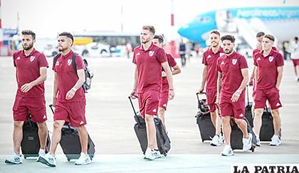 El arribo de los jugadores de River Plate al aeropuerto de Lima /noticiasxtra.com