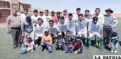 El equipo de D Kombis venció a Tigres y es semifinalista del torneo /cortesía Rodolfo Araníbar