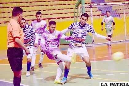 El partido por momentos fue de ida y vuelta /Reynaldo Bellota /LA PATRIA