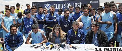 Durante la conferencia de prensa ofrecida por los jugadores, cuerpo técnico y socios del club San José /LA PATRIA