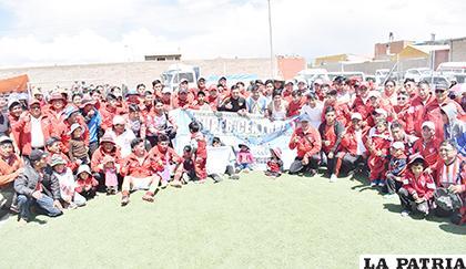 Integrantes de Súper Central, festejando a lo grande la conquista del título /Reynaldo Bellota /LA PATRIA
