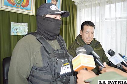 La conferencia de prensa ofrecida ayer por las autoridades policiales de la Felcc / LA PATRIA