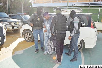 El presunto proxeneta a su llegada al Comando Departamental de Policía / LA PATRIA