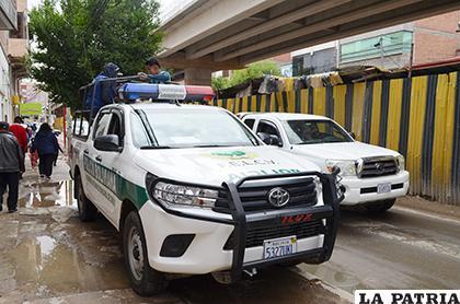 Las patrullas que trasladaron a los acusados /LA PATRIA