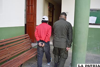 El sujeto es conducido a la Fiscalía /LA PATRIA