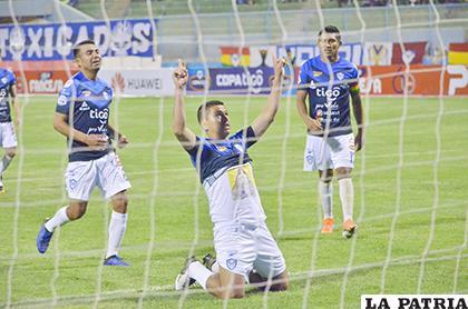 Carlos Saucedo se consolida como goleador, anotó el segundo de los