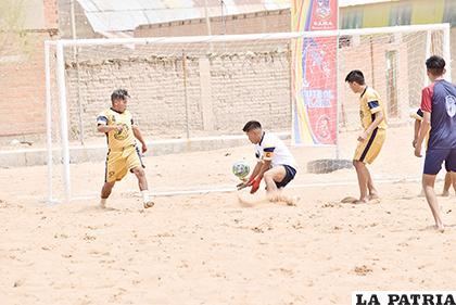 El próximo campeonato de fútbol playa será organizado por la AFO /archivo LA PATRIA