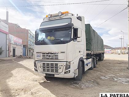 El camión que sufrió disparos en proximidades de Turco /LA PATRIA