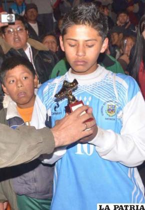 Luis Ahinque mejor jugador del torneo