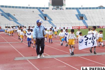 Durante el acto de reinauguración de la Escuela de Fútbol San José