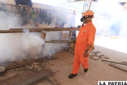 Alerta naranja en Santa Cruz, por casos de dengue obligan a fumigar los centros de salud
