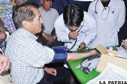 Es recomendable medir la presión arterial con cierta regularidad, para prevenir la hipertensión