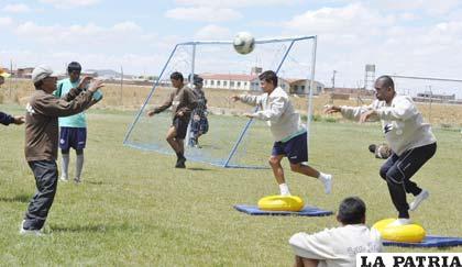 Cárdenas trabaja en la parte física con Gomes y Barahona