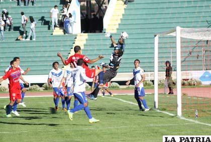Peñarrieta salvó de una inminente caída a San José en el Patria de Sucre (foto: AFKA)