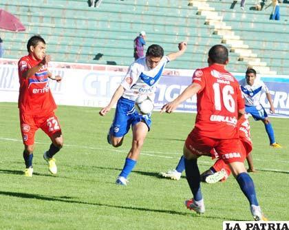 Carlos Saucedo no pudo hacer goles en el Patria (foto: APG)
