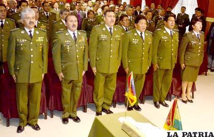 Aracena posesiona a nuevo Estado Mayor de la Policía Boliviana