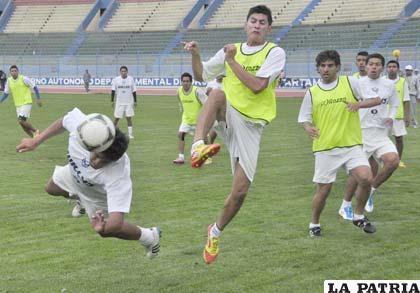 Durante el entrenamiento futbolístico del plantel de San José