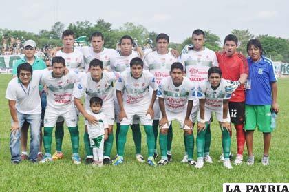 Jugadores del equipo de Petrolero (foto: APG)