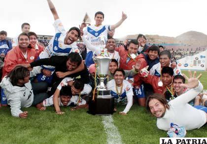 Jugadores de San José celebran el subcampeonato