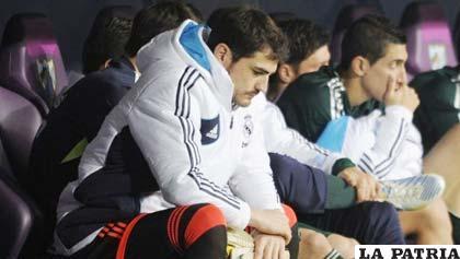 Iker Casilla después de mucho tiempo estuvo en la banca de suplentes