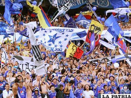 La hinchada de Millonarios la más grande de Colombia (foto: apasionados.com)