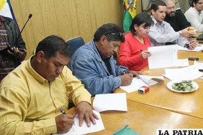 Representantes institucionales firmaron acuerdo que mantiene precio del pan (APG)