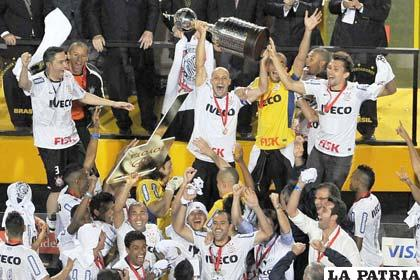 Corinthians campeón de la Copa Libertadores 2012