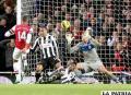 Una acción de la goleada del Arsenal al Newcastle