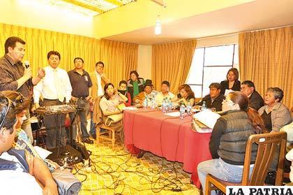 Representantes de la ABC exponen la necesidad a los concejales en sesión distrital