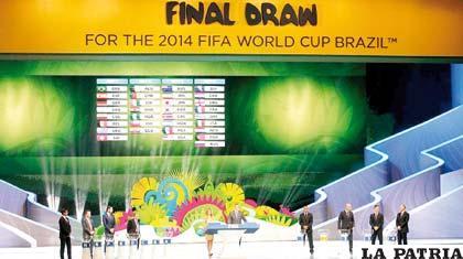 """El sorteo causó gran expectativa en el """"mundo del fútbol"""""""