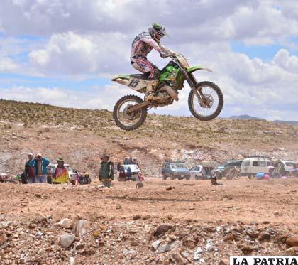 Espectacular salto en la categoría MX-1