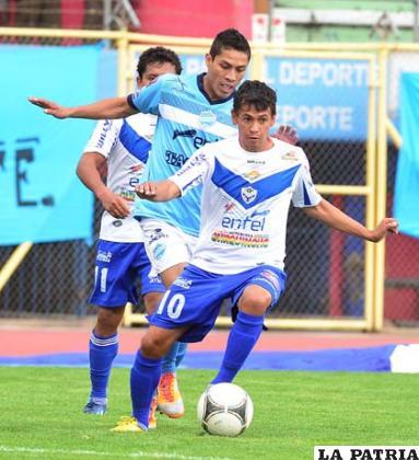 Marcelo Gomes con balón dominado