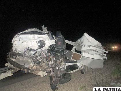 El minibús quedó inservible tras la colisión