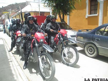 """Efectivos policiales durante un patrullaje como parte del plan """"Villancico"""""""