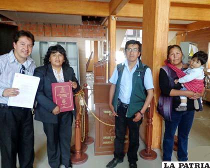 Concejales de Poopó en la entrega de sus documentos autonómicos