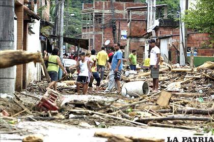 Lluvias ocasionan destrozos en el Sur de Brasil