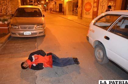 El minero que se durmió en media calle