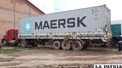 El camión con el conteiner de 25 metros