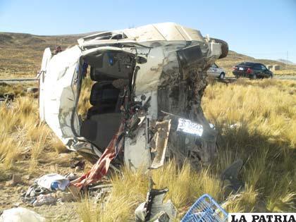 El minibús quedó destrozado tras el hecho