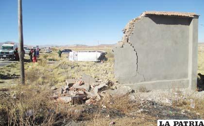 El muro que se derribó cuando ocurrió el impacto