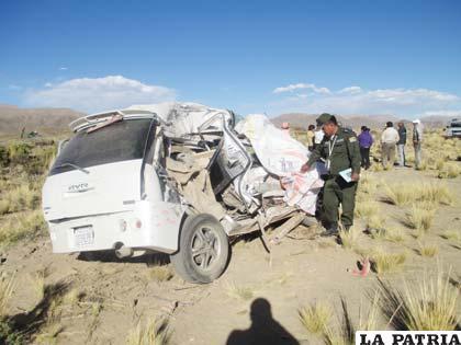 La vagoneta que se estrelló contra el ómnibus