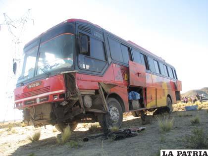 El bus también sufrió serios daños en su estructura