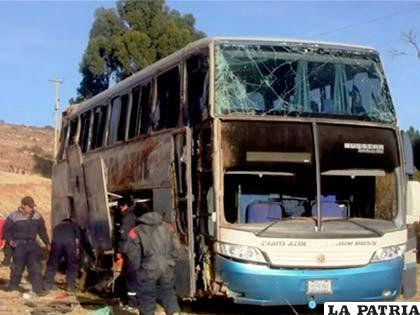 """El bus siniestrado en el que viajaban los estudiantes del """"Donato Vásquez"""""""