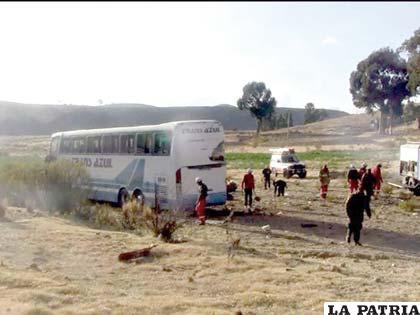 El lugar donde se accidentó el bus de la empresa Trans Azul con la delegación estudiantil de Oruro