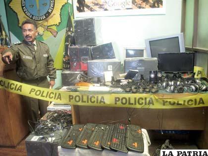 En conferencia de prensa se presentó los objetos robados por una banda delincuencial
