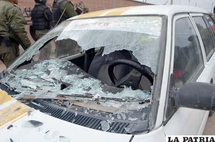 Vehículo destruido por los hinchas del Wilstermann