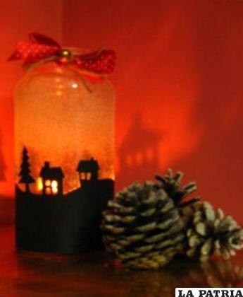PASO 3 Coloca en una bandeja decorada y enciende la vela apagando las luces para que se note los detalles. Así ya tiene un portavelas que servirá para tus acontecimientos de fin de año