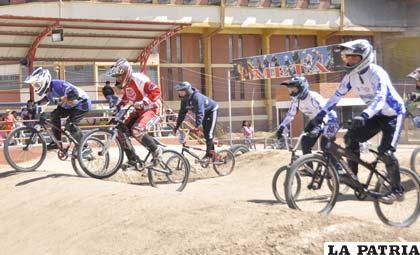 Los bicicrosistas orureños volverán a competir desde el mes de febrero