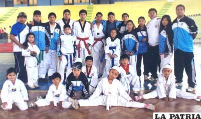 Deportistas orureños que participaron en el nacional de taekwondo